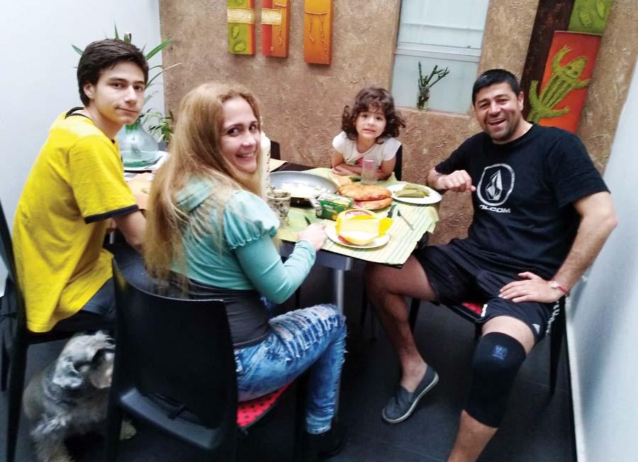 El argentino nacionalizado peruano siempre para en familia ('Checho' Ibarra)