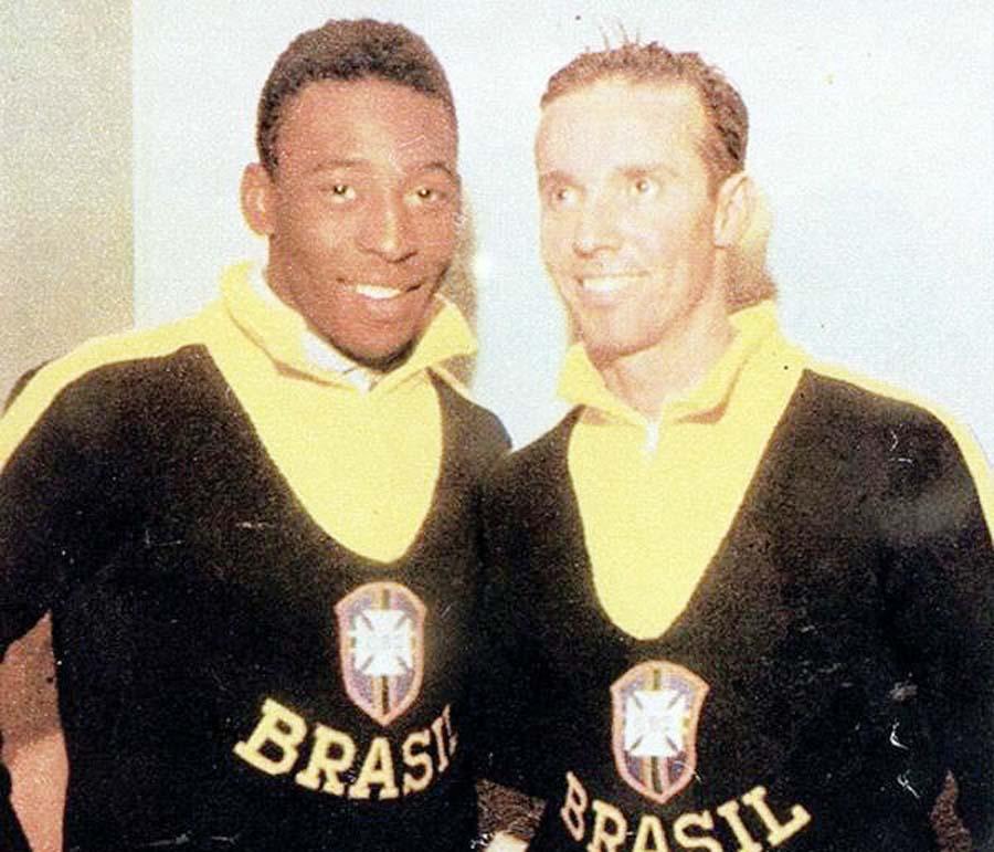 Mario Lobo Zagallo fue bicampeón como futbolista en 1958 y 1962. Jugó junto a su amigo Pelé. Luego como entrenador en México 1970, también logró la corona
