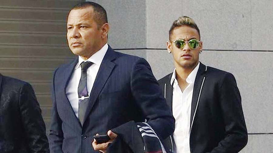 Neymar Junior con Neymar Santos Sr., su padre y representante