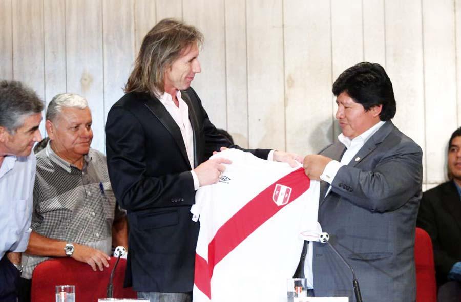Ricardo Gareca con Edwin Oviedo