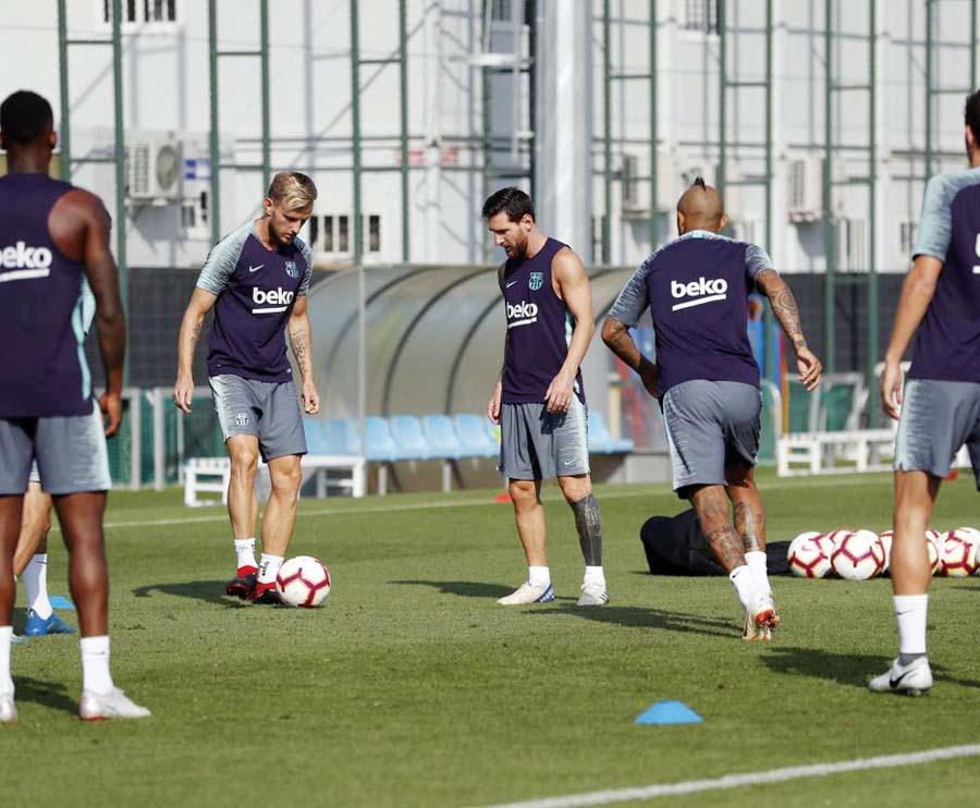 Con Messi a la cabeza, catalanes se preparan para el inicio del campeonato