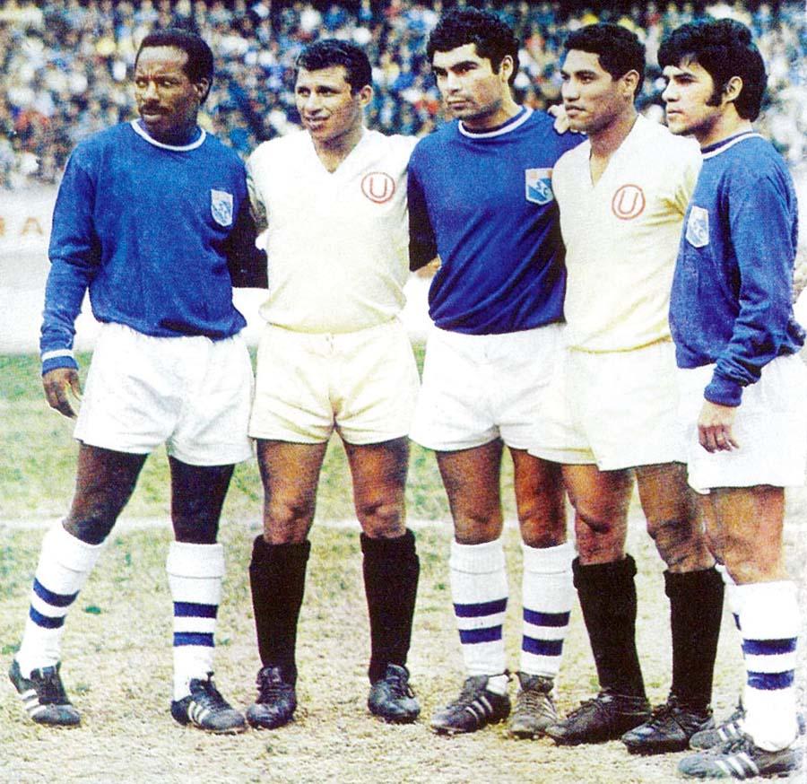 Eloy Campos, Cruzado, La Torre, Gonzales y Del Castillo en un clásico de los 70