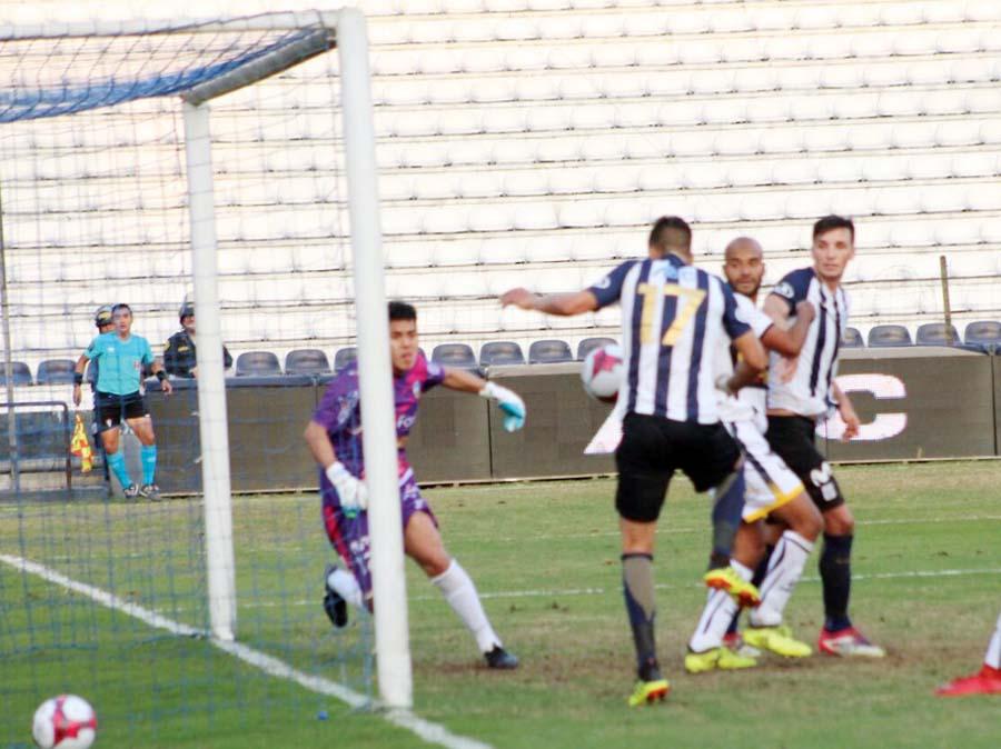 Alianza Lima supero 1-0 a Sport Rosario