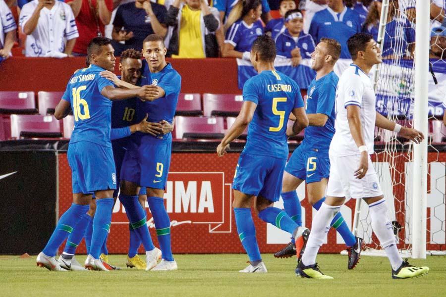 Brasil aplastó 5-0 a El Salvador