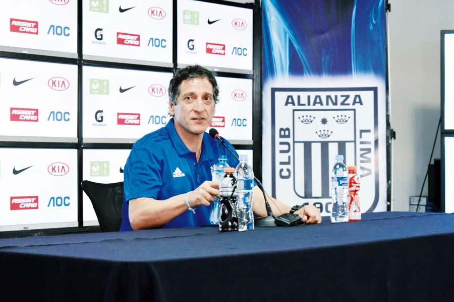 Mario Salas, director técnico de Sporting Cristal