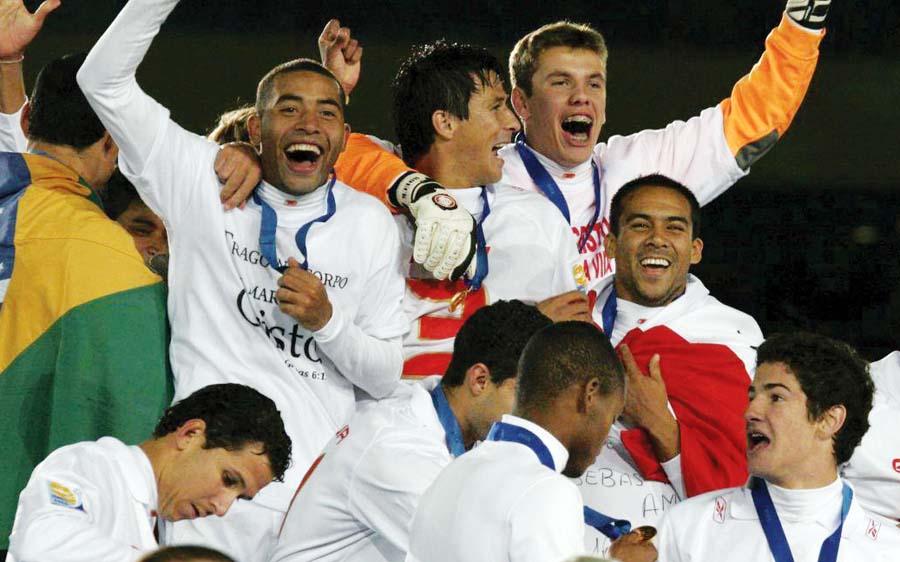 En su momento de gloria, Martín Hidalgo con el Inter de Porto Alegre, como campeón mundial interclubes.
