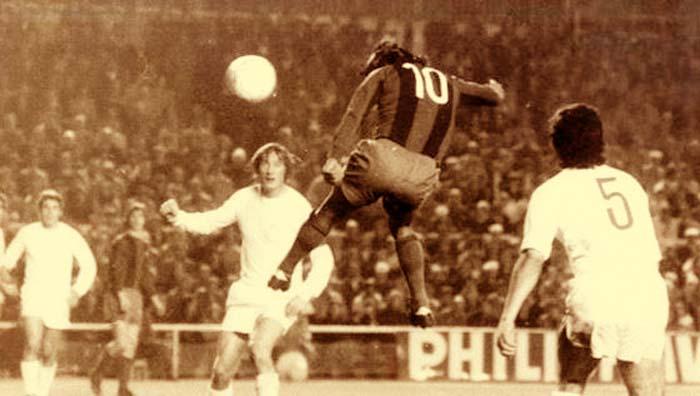 En 1974 Hugo Sotil le hizo un gol de cabeza al Real Madrid en el Bernabéu