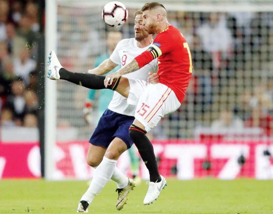 España choca con Inglaterra