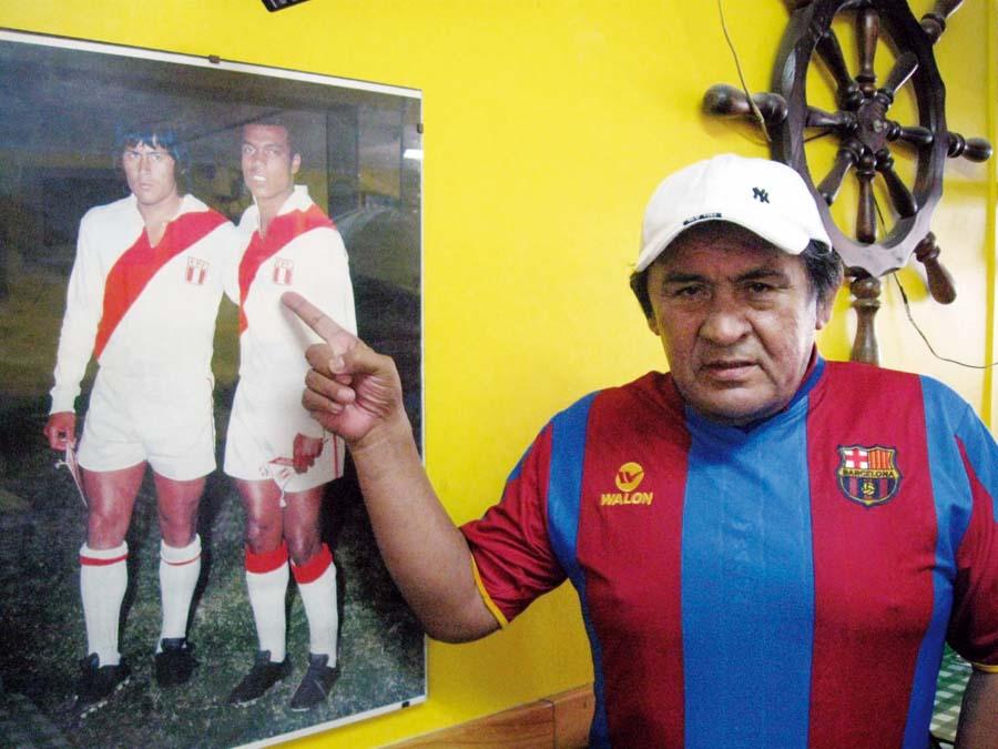 Hugo Sotil junto al 'Nene' Cubillas hizo una buena dupla en la final de 1975
