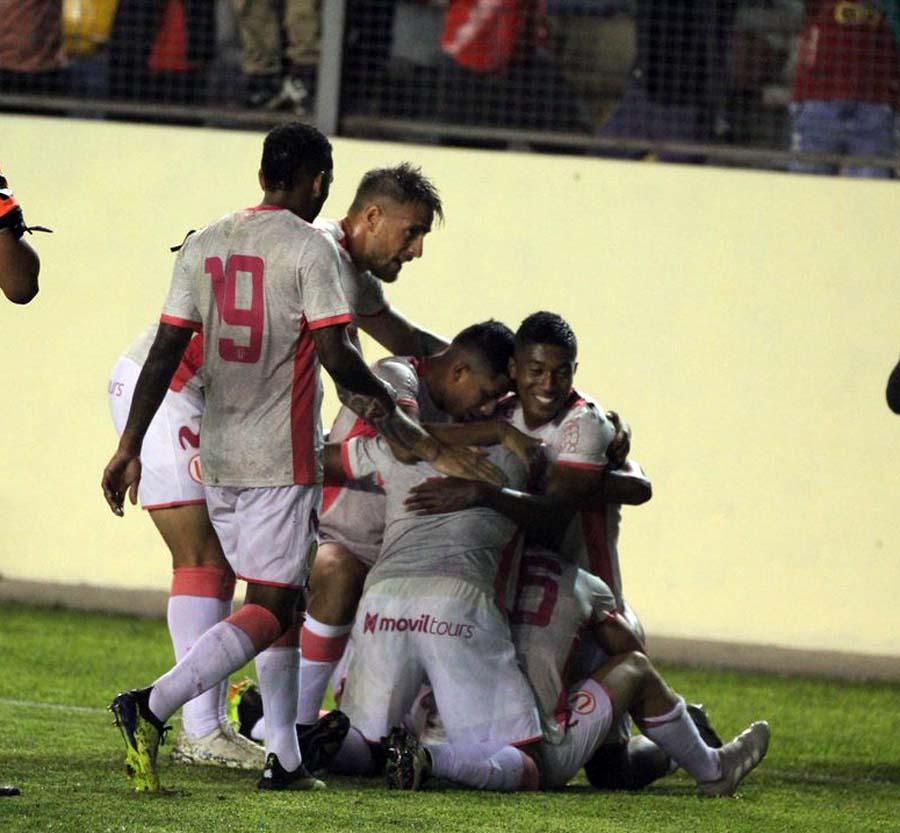 Universitario ganó 2-0 a Rosario