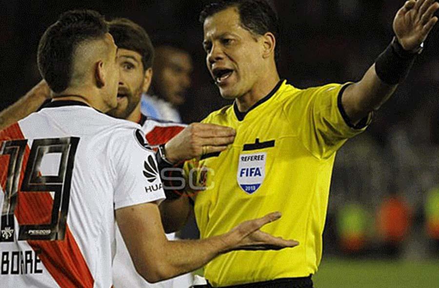 Árbitro nacional FIFA, Víctor Hugo Carrillo