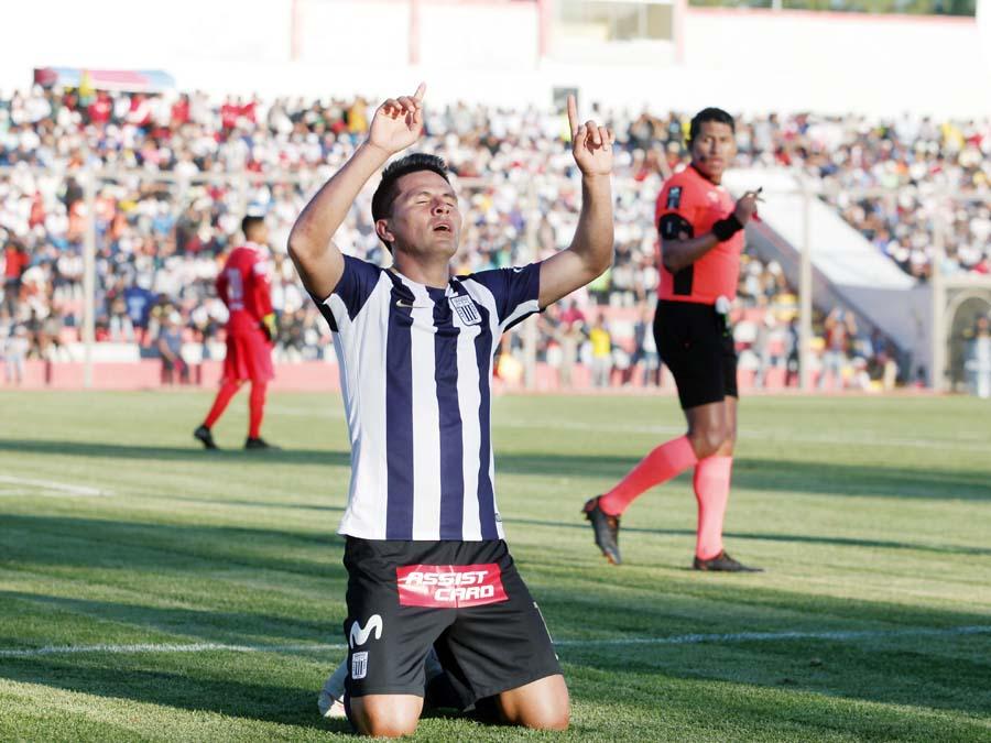 El goleador uruguayo Mauricio Affonso hizo el primero de penal