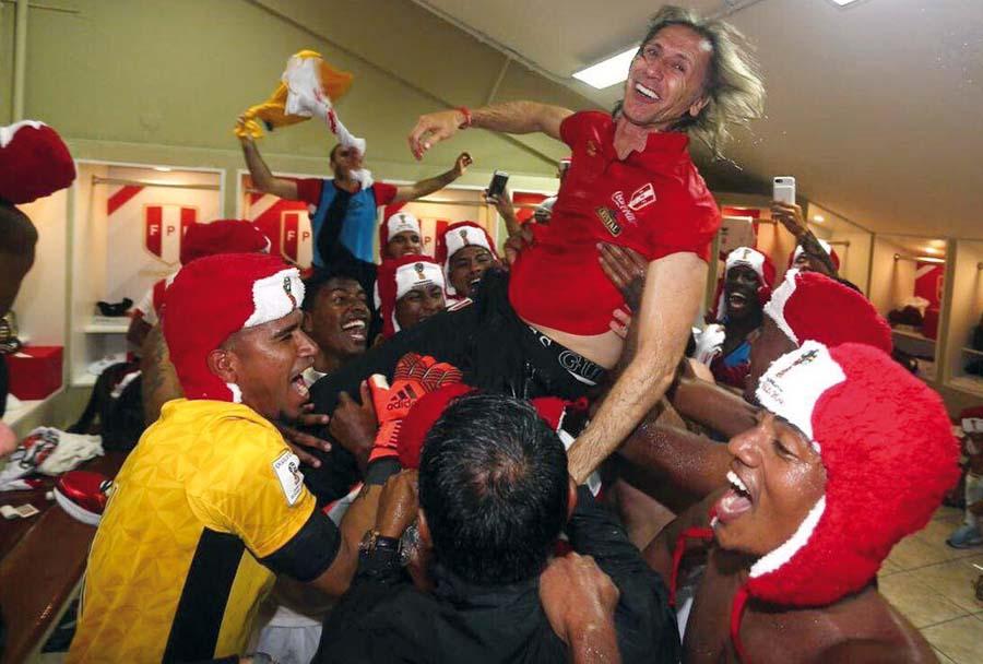 En el vestuario lo levantan a su técnico Ricardo Gareca