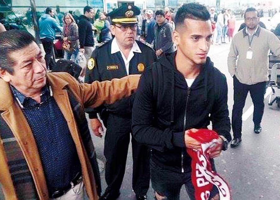 Miguel Trauco llega a Lima