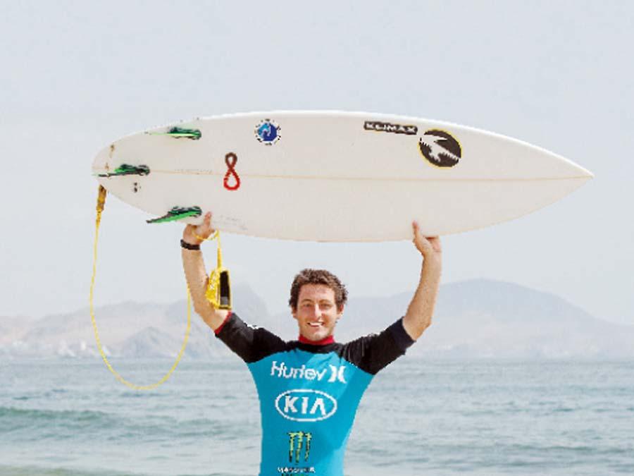 Adrián García surfista gana por primera vez este certamen