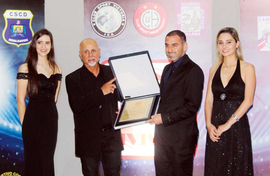 Jorge Amado Nunes, premio al Mejor Gerente Deportivo – César Vallejo, Luis Gálvez