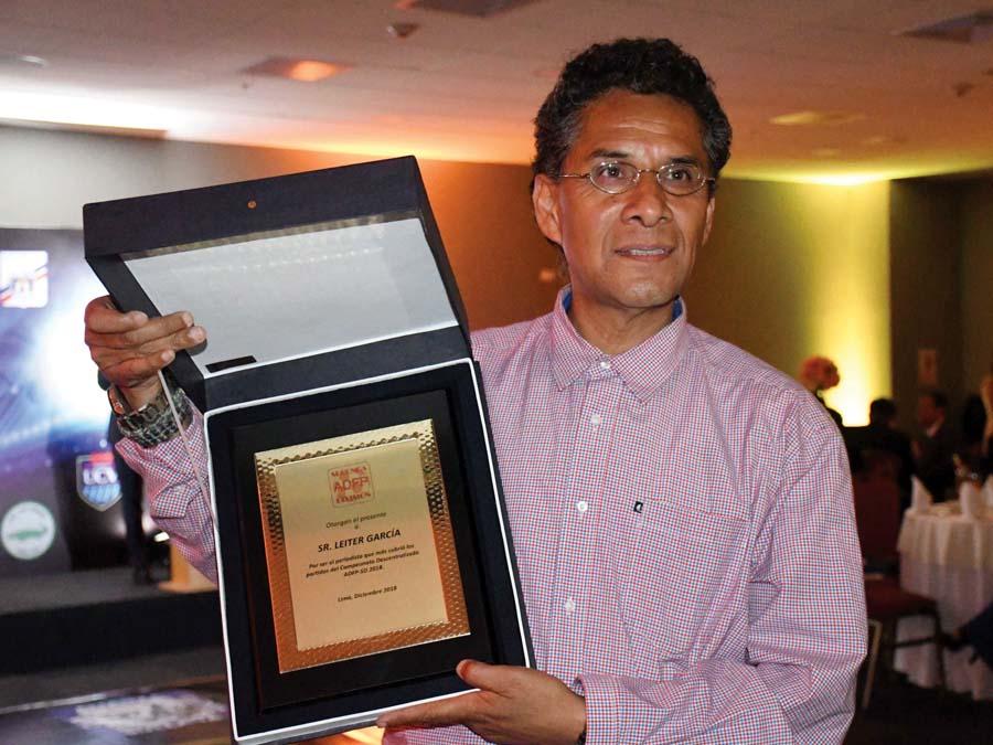 Leiter García fue premiado por su labor en Radio Metropolitana del Cusco
