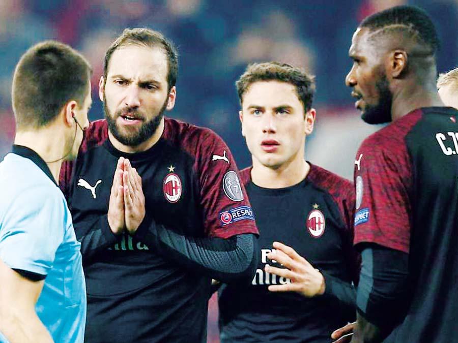 Milan cayó 3-1 ante Olympiacos
