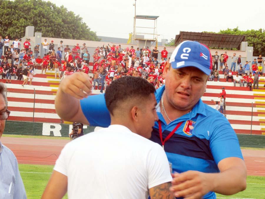 Ronny Revollar técnico.de Alianza Universidad