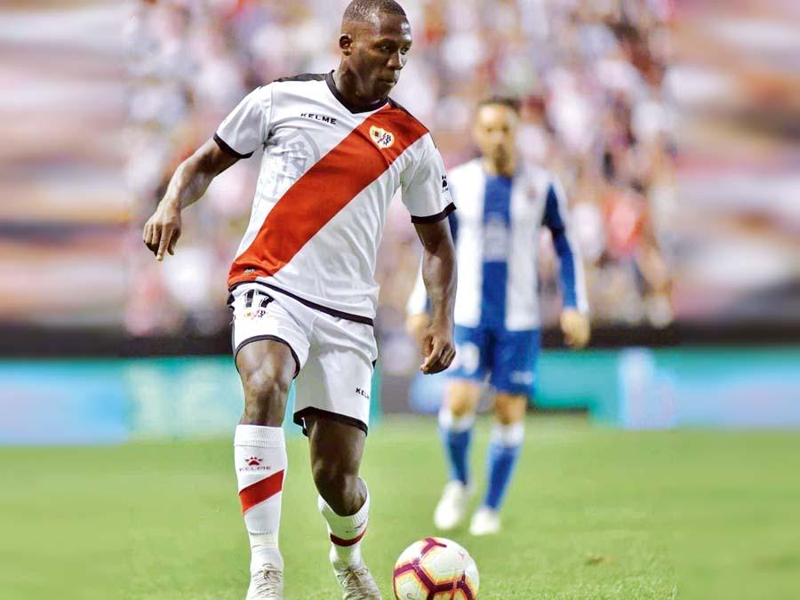 Advíncula dio asistencia de gol en el triunfo del Rayo Vallecano por 1-0 ante el Deportivo Alavés