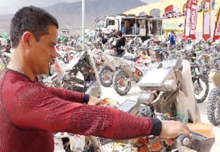Lalo Burga, el motociclista peruano
