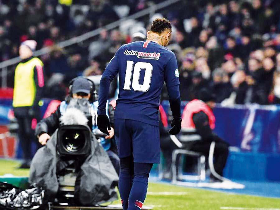 Neymar e retiró de la cancha llorando ante el l triunfo del PSG