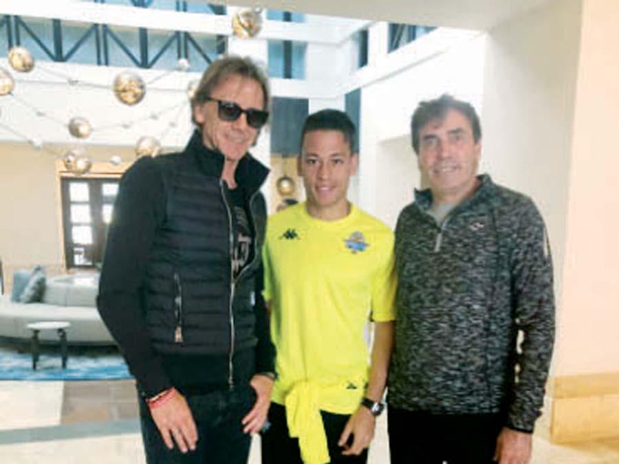 Ricardo Gareca con Cristian Benavente