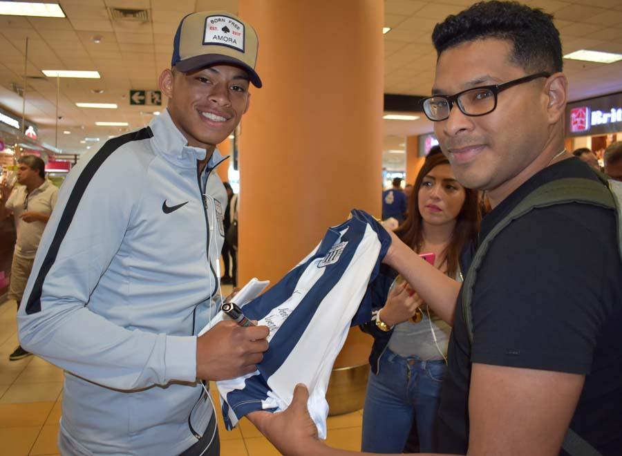 Alianza Lima viajó con destino a Porto Alegre