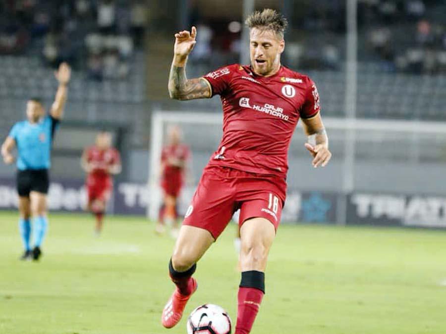 Germán Denis Anotó dos goles y se fue aplaudido por su hinchada