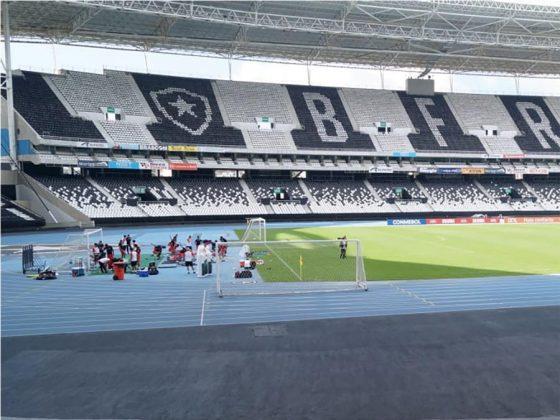 Cambio de entrenamiento. La bicolor tenía programado trabajar en el estadio del Fluminense, pero Gareca decidió cambiarlo por el de Botafogo, esto para que nadie vea sus entrenamientos.