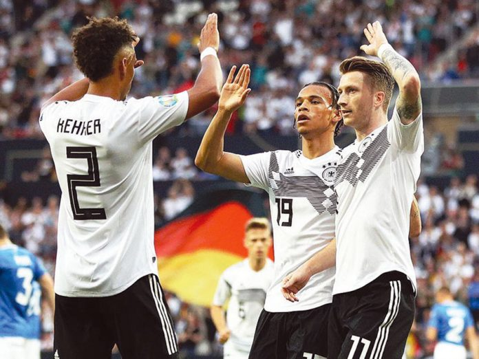 Germanos aplastaron a Estonia 8-0