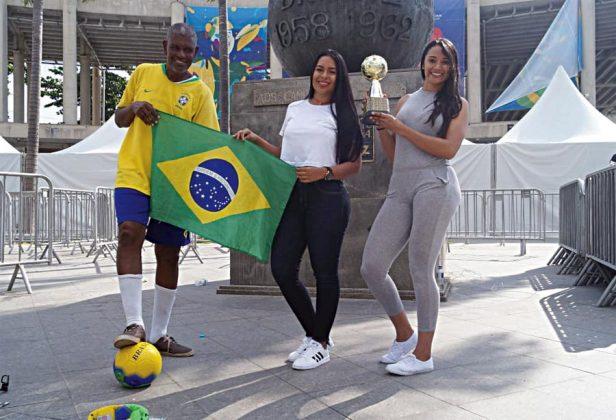 Nos dan su apoyo. La afición peruana llamó la atención de estos hinchas brasileños, quienes esperan que hoy Perú le gane a Bolivia y lleguen a la fecha final clasificados junto a su selección.