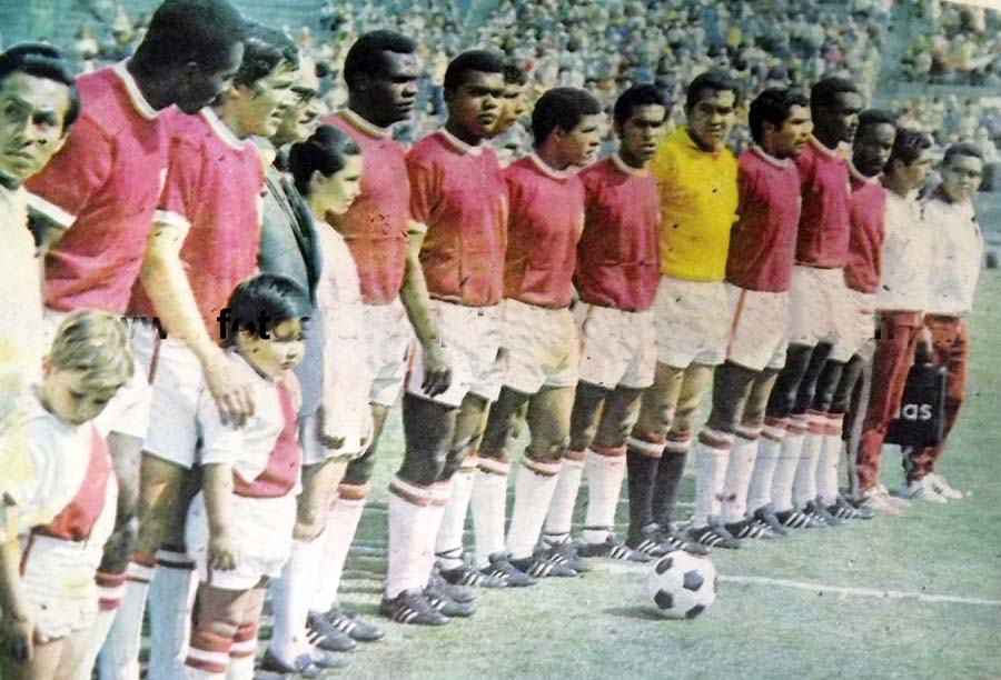 Esta es la oncena que debutó en México 70 en el partido ante Bulgaria. Utilizó camisetas rojas