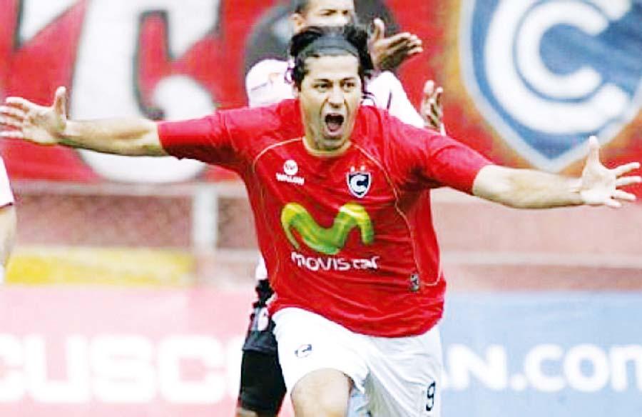 A principios de año, 'Checho' Ibarra fue técnico de Cienciano, y el 2004  fue campeón con el cuadro cusqueño en la Recopa  Sudamericana
