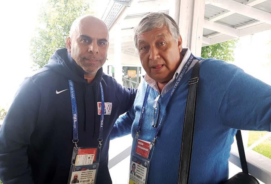 Mauricio 'Chicho' Serna con el autor de la nota