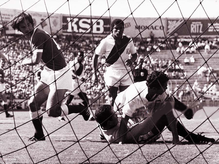 Gerd Muller fue la figura del partido. Le metió tres goles a Perú y la defensa de la blanquiroja con Chumpitaz y 'Chito' De La Torre lo sufrieron, y el gran sacrificado fue el arquero Lucho Rubiños