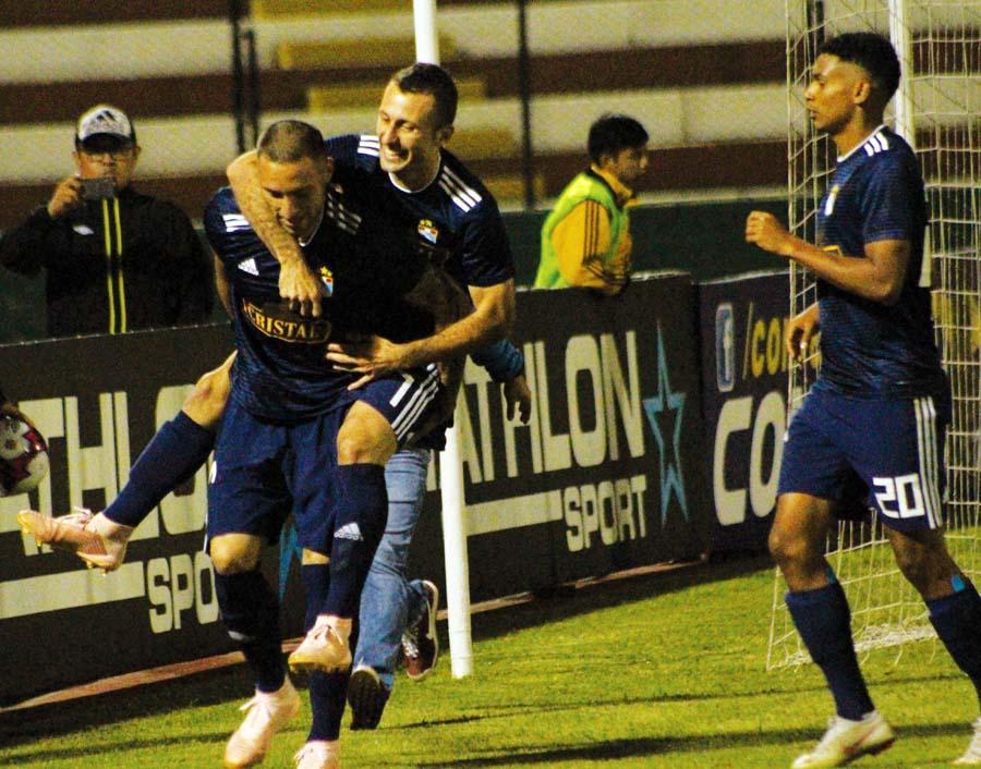 Cristal goleo 3-0 a Cantolao