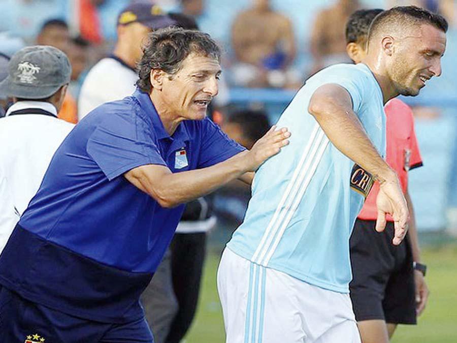 Cristal quiere retener a Herrera y Salas