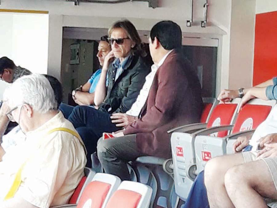 Conversación íntima. El técnico de la selección Ricardo Gareca estuvo acompañado en el estadio del presidente de la FPF, Agustín Lozano. También, estuvo junto a parte de su comando técnico.