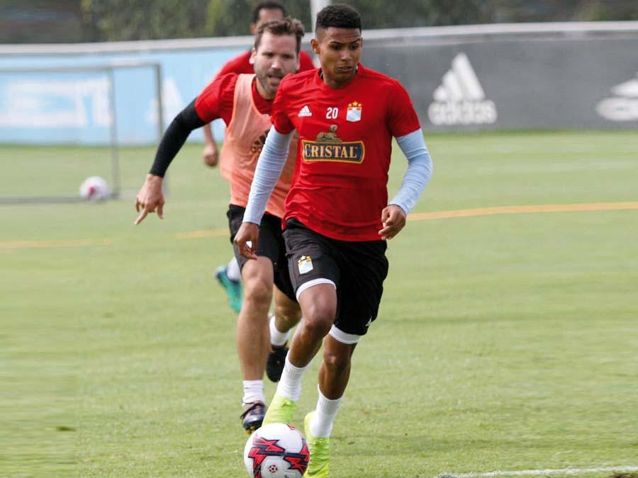 Marcos López es titular en la selección sub 20 dirigida por Daniel Ahmed que nos representará en el Sudamericano de Chile.