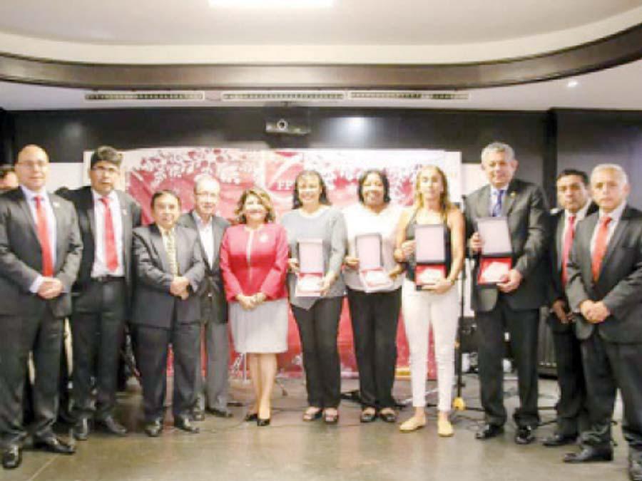 Premiacion y a sus mejores deportistas y homenaje a las Olímpicas de Seúl 88