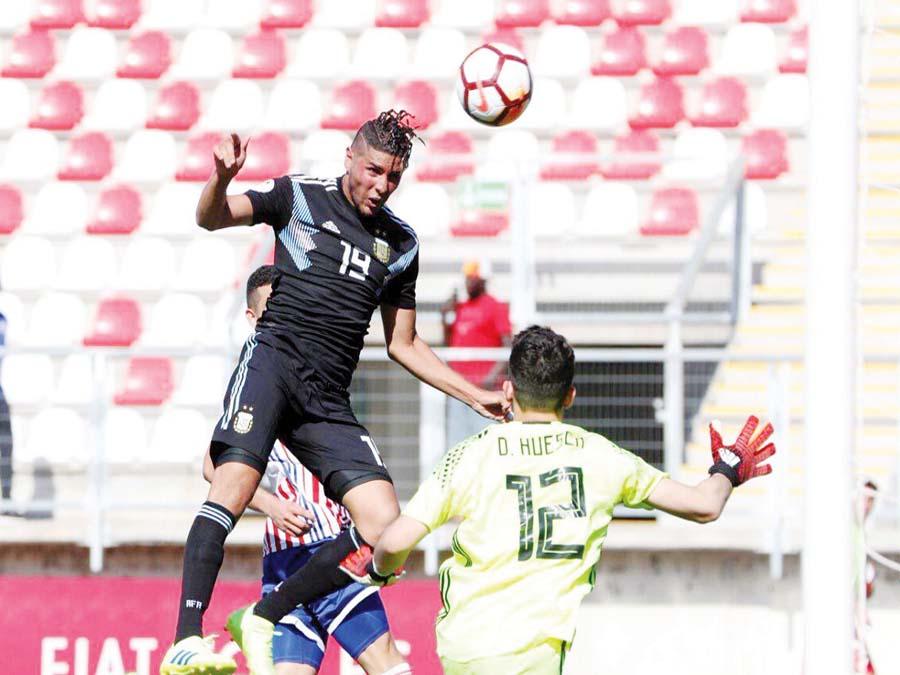 Argentina en su debut igualó 1-1 ante los guaraníes