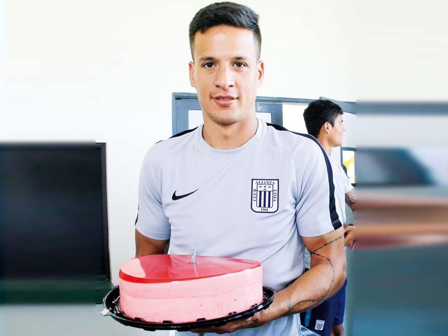 Cumpleaños número 31 del futbolista uruguayo Gonzalo Godoy