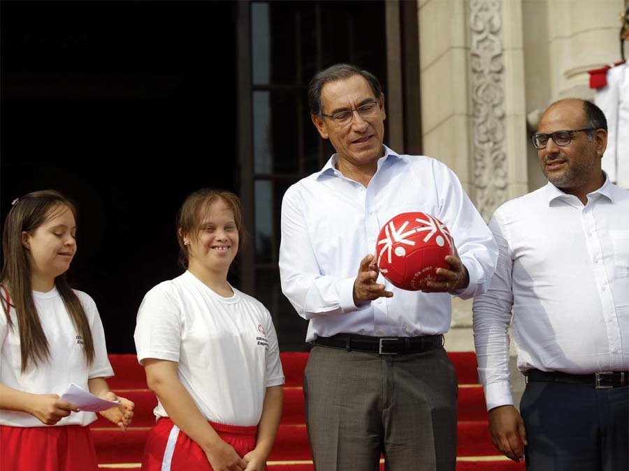 Martín Vizcarra recibió en Palacio a delegación que va al Mundial en Abu Dhabi
