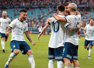 Argentina venció 2-0 a Qatar y clasificó a cuartos, donde chocará ante Venezuela