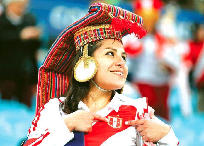 DIOSA INCA La belleza peruana estuvo presente en Porto Alegre. Esta linda compatriota quedó la voz en la tribuna, nunca abandonó al equipo. Ahora alista sus maletas para viajar a Río de Janeiro para presenciar la final. Y no va chel…