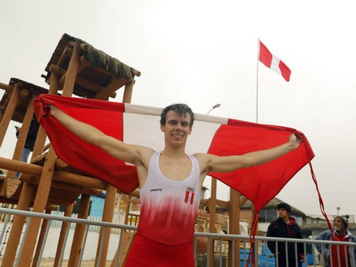 Tras una dura competencia en los Panamericanos, el deportista Itzel Delgado salió del mar de Punta Rocas directo hacia los brazos de su mamá