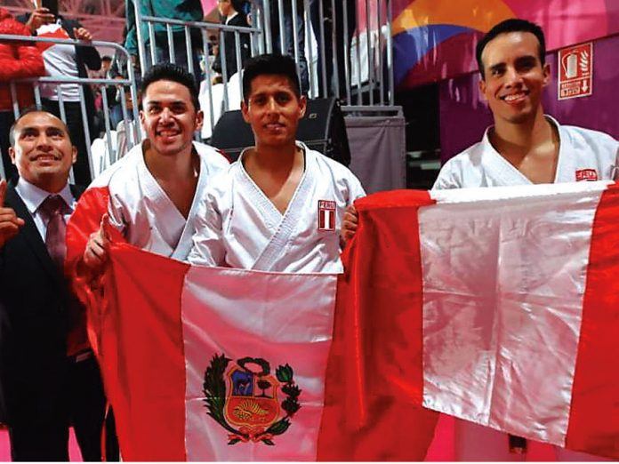 John Trebejo, Oliver Del Castillo y Carlos Lam ganaron medalla dorada en Kata masculino por equipos