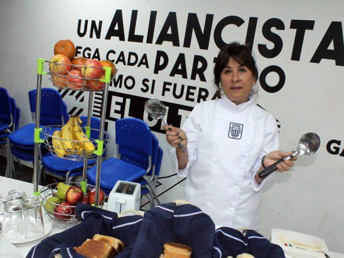 Teresa Cárdenas Medina,cocinera de Alianza Lima desde hace 13 años