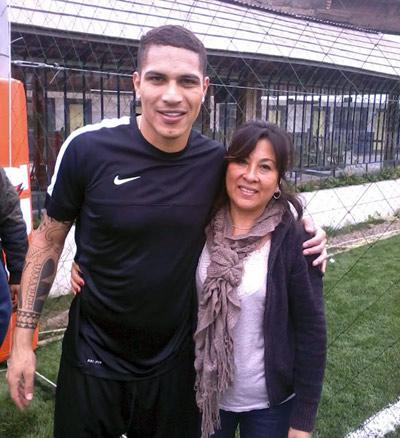 Teresa Cárdenas junto a Paolo guerrero